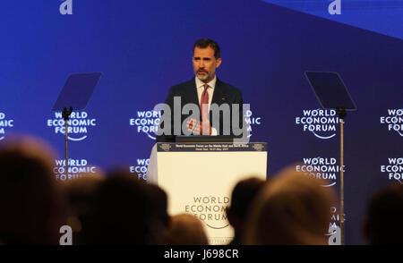 Amman, Giordania. Il 20 maggio 2017. Il re Filippo VI di Spagna parla sul palco durante la sessione di apertura Foto Stock