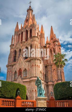 La Parroquia de San Miguel Arcángel chiesa nel centro storico di San Miguel De Allende, Messico ------ La Parroquia Foto Stock