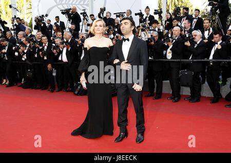 Cannes, Frankreich. 28 Maggio, 2017. Diane Kruger e Fatih Akin frequentando la chiusura notturna del settantesimo Foto Stock