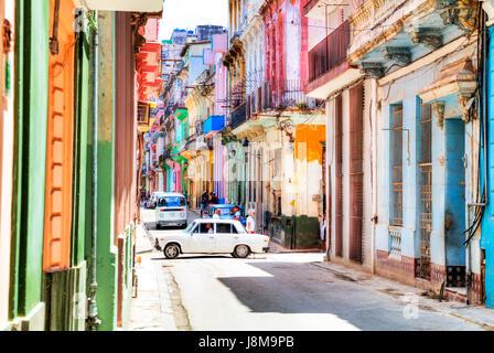 Gli edifici colorati su strada nella città dell'Avana, Cuba, case di Cuba, La Habana case, l'Avana Vecchia Habana Vieja, La Habana, Cuba, Cubano
