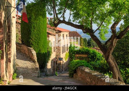 Francia, Pirenei orientali, Castelnou etichettati Les Plus Beaux Villages de France (il più bel villaggio della Francia), street nel villaggio