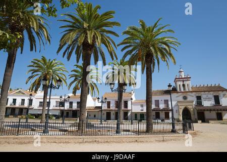 Le strade di sabbia e di fraternità case, El Rocio, provincia di Huelva, Andalusia, Spagna, Europa
