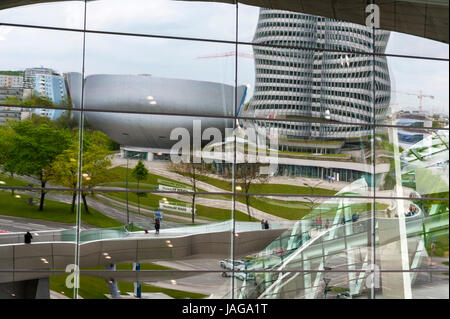 Il BMW Welt di Monaco di Baviera, Germania Foto Stock