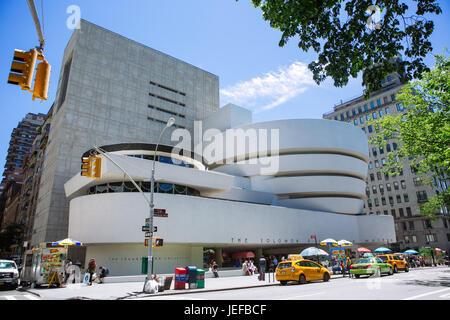 Facciata del Guggenheim Museum di New York City, Stati Uniti d'America Foto Stock