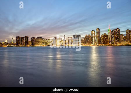 Skyline di New York da Gantry Plaza al Blue ora Foto Stock