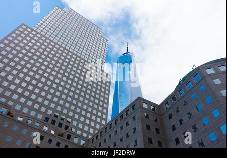 Il quartiere finanziario, FiDi, nella parte inferiore di Manhattan a New York City. Possiamo vedere la libertà Tower, Foto Stock