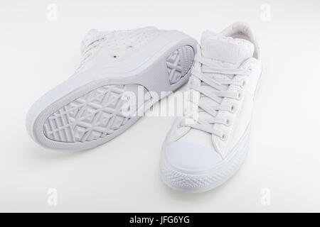 Una coppia di Converse All Star scarpe Foto stock Alamy