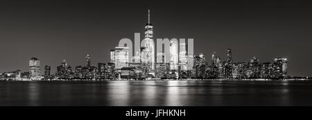 In bianco e nero vista panoramica della città di New York il Quartiere Finanziario di grattacieli. Vista panoramica di Lower Manhattan Foto Stock