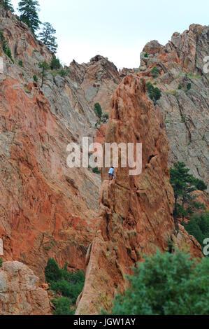 Rocciatore al Giardino degli dèi, Colorado Springs, Colorado, STATI UNITI D'AMERICA