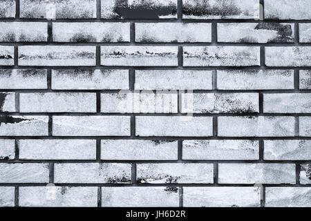 La vernice bianca copia spazio su un muro di mattoni, urban grunge superficie di sfondo