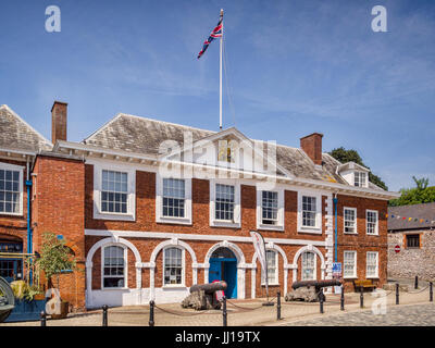 21 Giugno 2017: Exeter Devon, Inghilterra, Regno Unito - Il Custom House, uno degli edifici storici a Exeter Quay Foto Stock