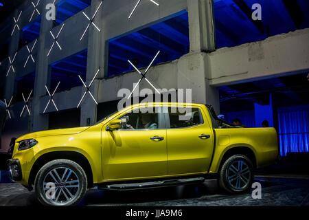 Cape Town, Sud Africa. 18 Luglio, 2017. Una Mercedes-Benz X vettura di classe viene presentato durante la sua premiere Foto Stock