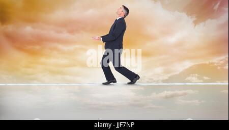 Composito Digitale digitale di immagine composita di imprenditore bilanciamento sulla fune Foto Stock