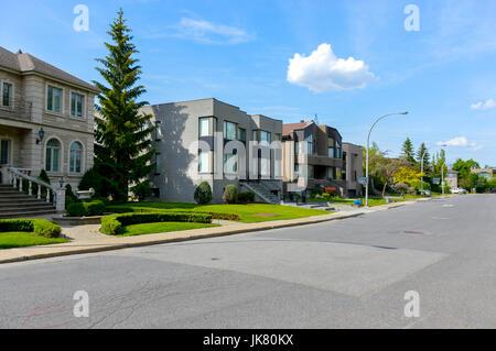Immagini Case Grigie : Costoso case moderne con grandi finestre a montreal canada foto