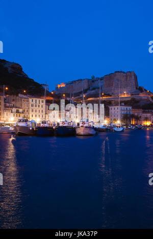 Francia, Corsica, Corse-du-Sud Dipartimento, Corsica Costa Sud Regione, Bonifacio, la porta e la Cittadella, alba Foto Stock