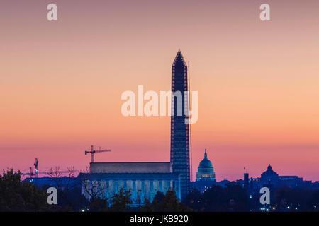 Stati Uniti d'America, Washington DC, il Lincoln Memorial, il Monumento a Washington e il Campidoglio US, alba Foto Stock