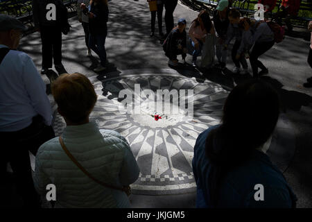 Immaginate di mosaico dedicato a John Lennon in central Park di New York City STATI UNITI D'AMERICA Foto Stock