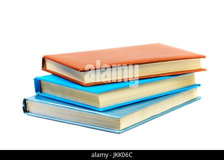 Cumulo di libri isolati su sfondo bianco Foto Stock