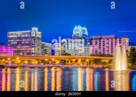 Orlando, Florida, Stati Uniti d'America skyline sul Lago di Lucerna.