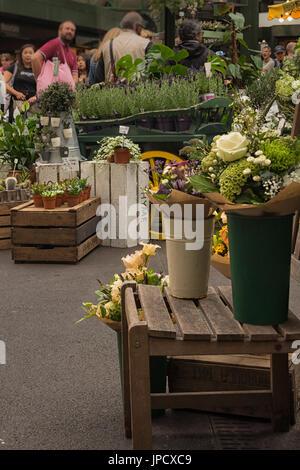 Fiori in stallo Borough Market, Southwark, Londra Foto Stock