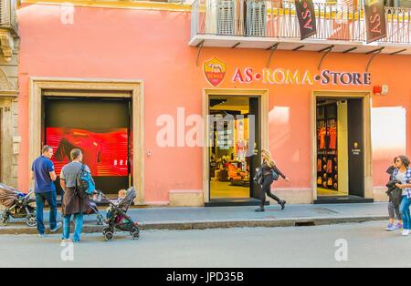 Scena di strada di fronte come negozio roma, via del corso, 25-27, Roma, lazio, Italy Foto Stock