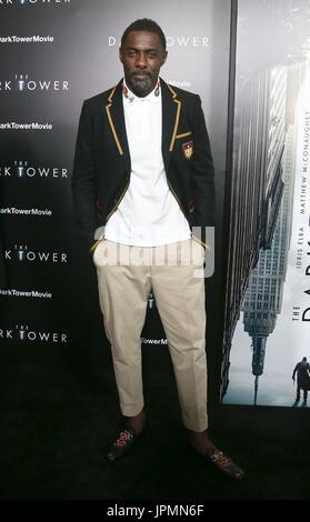 NEW YORK-lug 31: Idris Elba assiste 'la torre scuro' speciale proiezione presso il Museo di Arte Moderna di luglio Foto Stock