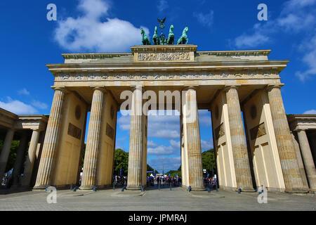 La Porta di Brandeburgo o Brandenburger Tor, Berlino, Germania Foto Stock