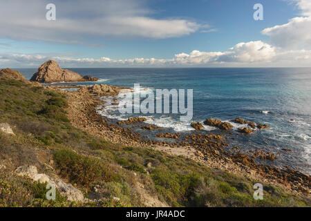 Punto di vista su canal rocce, Margaret River, a sud-Australia occidentale Foto Stock