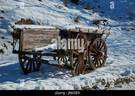 Il vecchio carro da Danseys Pass autobus Inn (1862), Danseys Pass di Central Otago, Isola del Sud, Nuova Zelanda Foto Stock