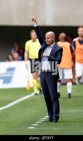 Felcsut, Ungheria. Il 3 agosto, 2017. Head Coach Marko Nikolic di Videoton FC incarica i suoi giocatori durante Foto Stock
