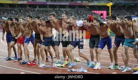 Londra, Regno Unito. 12 Ago, 2017. Gli atleti pongono dopo il decathlon evento durante il Campionato del Mondo di Foto Stock