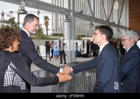 Barcellona, Spagna. 19 Ago, 2017. Re spagnolo Felipe vi visita il personale medico in caso di emergenze il secondo Foto Stock