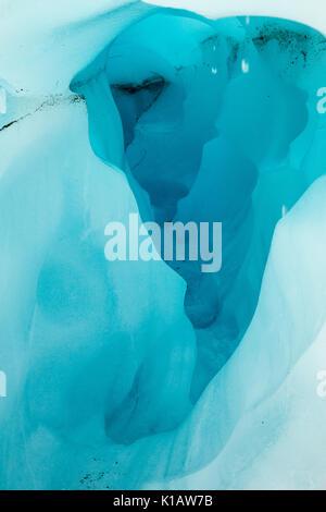 All'interno di un 'turqoise' blu glaciale di formazione di ghiaccio, Fox Glacier - Nuova Zelanda Foto Stock