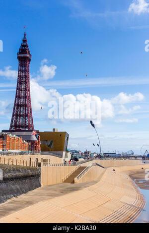 Blackpool, costa di Fylde, Lancashire, Inghilterra. La Blackpool Tower, aperto il14 maggio 1894 e ispirato alla Foto Stock
