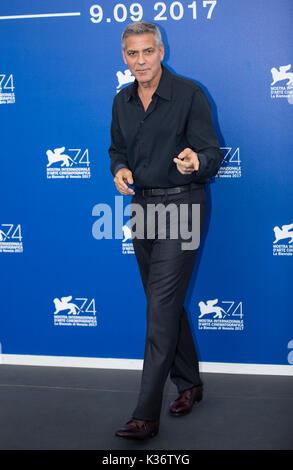 """Venezia, Italia. 2 Sep, 2017. Direttore George Clooney pone durante un photocall per il film """"uburbicon' in concorso Foto Stock"""