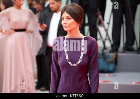 Venezia, Italia. 2 Sep, 2017. Alessandra Mastronardi alla premiere del film Suburbicon alla 74a Mostra del Cinema Foto Stock