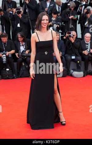 Venezia, Italia. 2 Sep, 2017. Rebecca Hall presso la premiere del film Suburbicon alla 74a Mostra del Cinema di Foto Stock