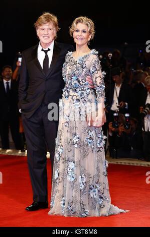 Venezia, Italia. 01 Sep, 2017. Robert Redford e Jane Fonda frequentando il 'le nostre anime di Notte' premiere al Foto Stock