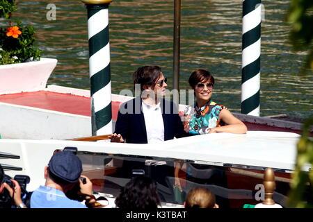 Venezia, Italia. 3 Sep, 2017. Sebastiano Riso (L) e Micaela Ramazzotti (R) è visto durante la 74a Venezia Festival Internazionale del Cinema al Lido di Venezia il 3 settembre, 2017. Credito: Andrea Spinelli/Alamy Live News