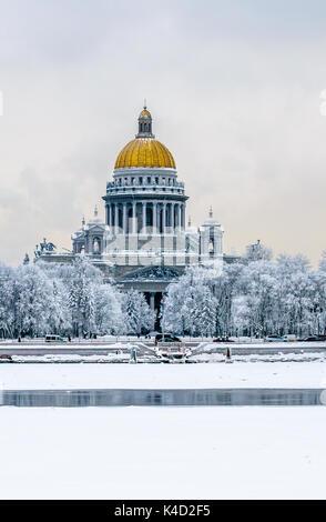 La Cattedrale di San Isacco in inverno, San Pietroburgo, Russia Foto Stock