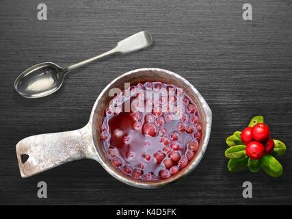 Organici succo Lingonberry Foto Stock