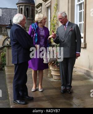 Il Principe di Galles, noto come il Duca di Rothesay in Scozia, accoglie il Presidente dell'Irlanda Michael D Higgins Foto Stock