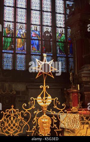 Vetrate della cattedrale st. guy situato in un cortile del castello di Praga, Praga, Repubblica ceca