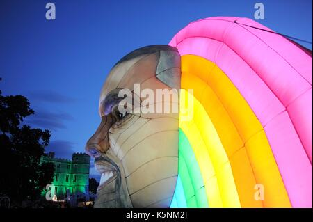 Gonfiabile di Kanye West a bestival music festival. gonfiabile di Kanye West credito: finnbarr webster/alamy live Foto Stock