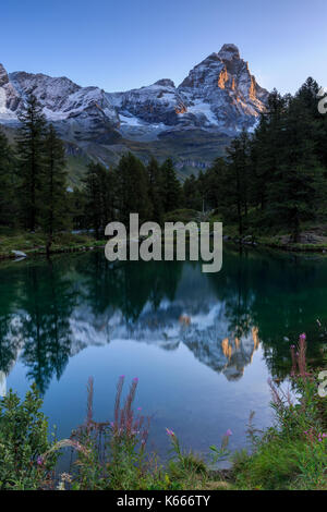 Lago Blu (lago blu) con il Monte Cervino (Matterhorn), Breuil Cervinia, Valle d'Aosta, Alpi Italiane, Italia Foto Stock