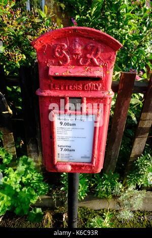 Bunbury, Cheshire, Inghilterra, tradizionale, Red Post Box, Ufficio postale, Mail Box, George Rex, GR, Royal Mail. Foto Stock