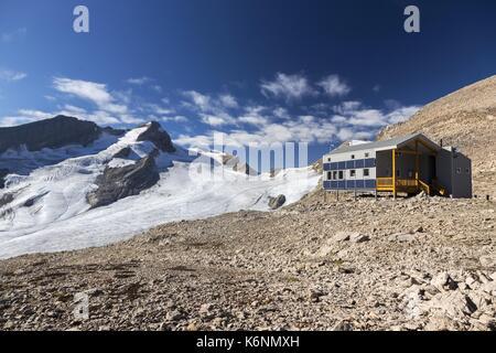 Louise e Richard guy club alpino di canada Rocky Mountain hut e paesaggio glaciale nel Parco Nazionale di Yoho Foto Stock