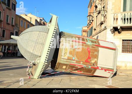 Chiosco di arte che cade in una tempesta in Via Giuseppe Garibaldi, Castello, Agosto 2017 Foto Stock