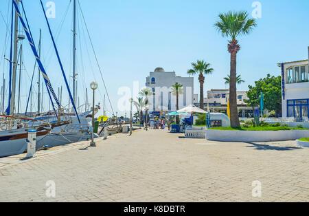 Monastir, Tunisia - agosto 29, 2015: il moderno yacht port è il preferito luogo turistico, qui si trovano migliori Foto Stock