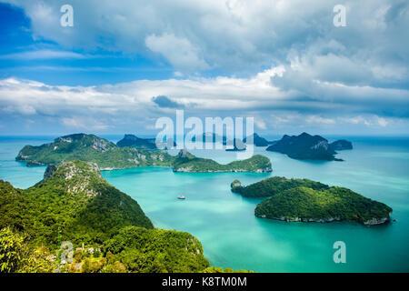 Tropical nel gruppo di isole Ang Thong National Marine Park, Thailandia. vista superiore Foto Stock